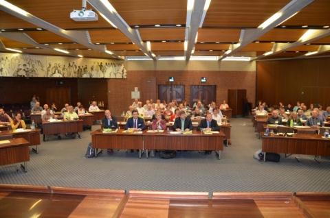 Blick in den Saal (vorne v. l. n. r.): Martin Ries, Dr. Christian Sußner, Staatssekretärin Friedlinde Gurr-Hirsch-MdL, Markus Rösler MdL und Bürgermeister Joachim Flik